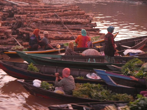 The floating market was an experience worth the trip